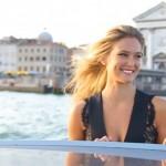 Bar Refaeli turista a Venezia per Vogue