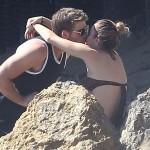 Miley Cyrus innamorata sulla spiaggia di Malibu