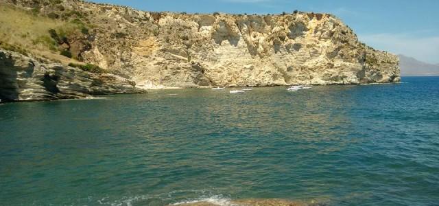 Fossa dello Stinco è un vero e proprio paradiso. Siamo in Sicilia nella riserva dello Zingaro. Guarda le nostre splendide foto di questa caletta a Castellammare del Golfo