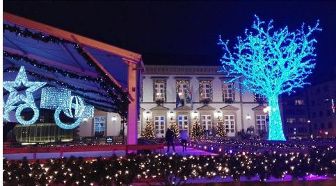 Winterlights è il Festival di luci che ogni anno rende magico il Natale in Lussemburgo. Scopri come la città si veste a festa e guarda le foto